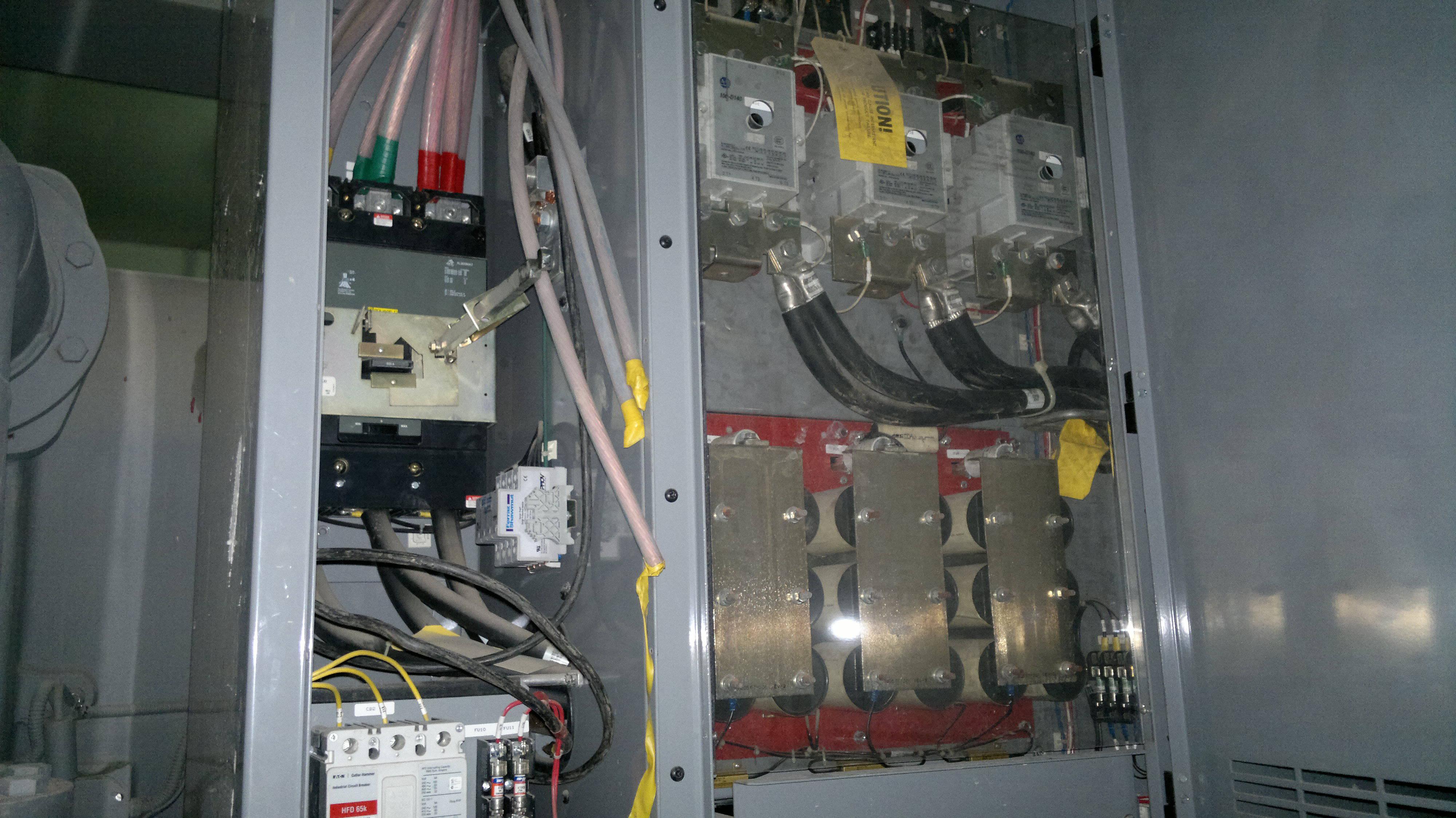 19XRV变频离心式冷水机组机载启动柜