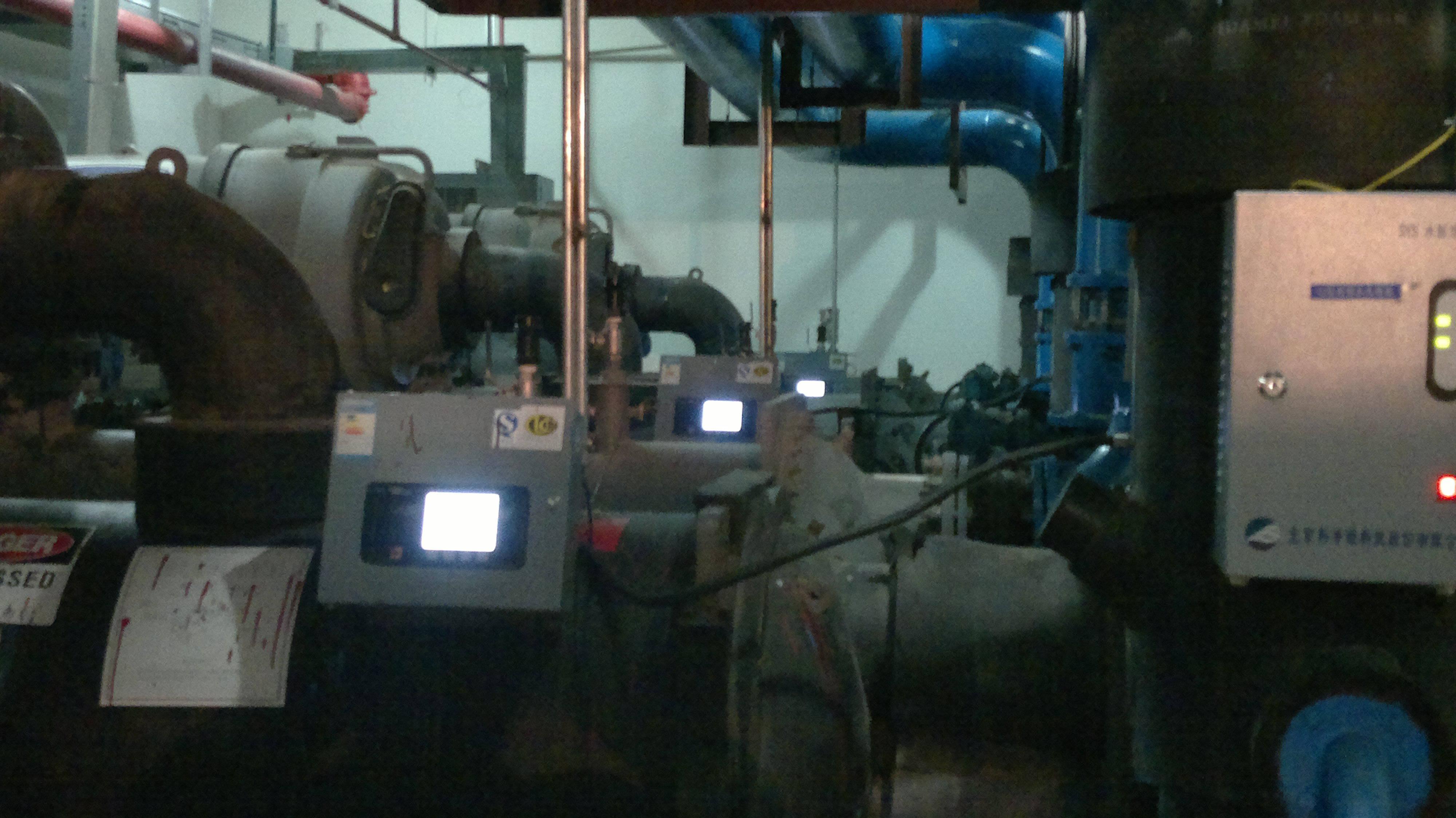 三台开利离心式冷水机组群控系统